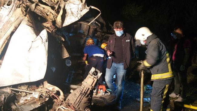 Göçmenleri taşıyan minibüs devrildi: 12 ölü, 20 yaralı