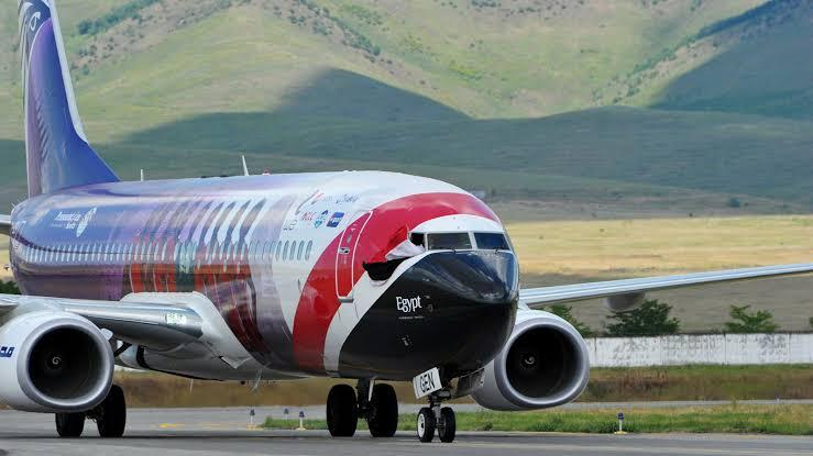 Tehdit mesajı üzerinde uçak havalimanına geri döndü